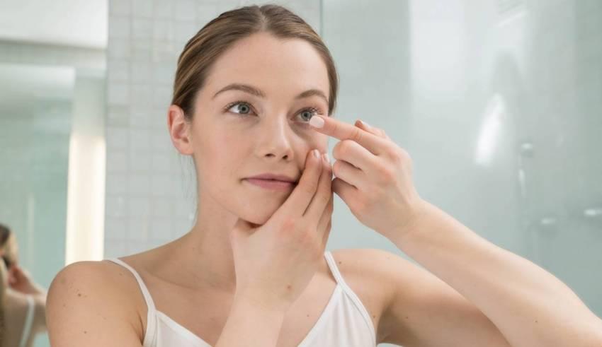 Błędy jakie popełniasz pielęgnując okolice oczu