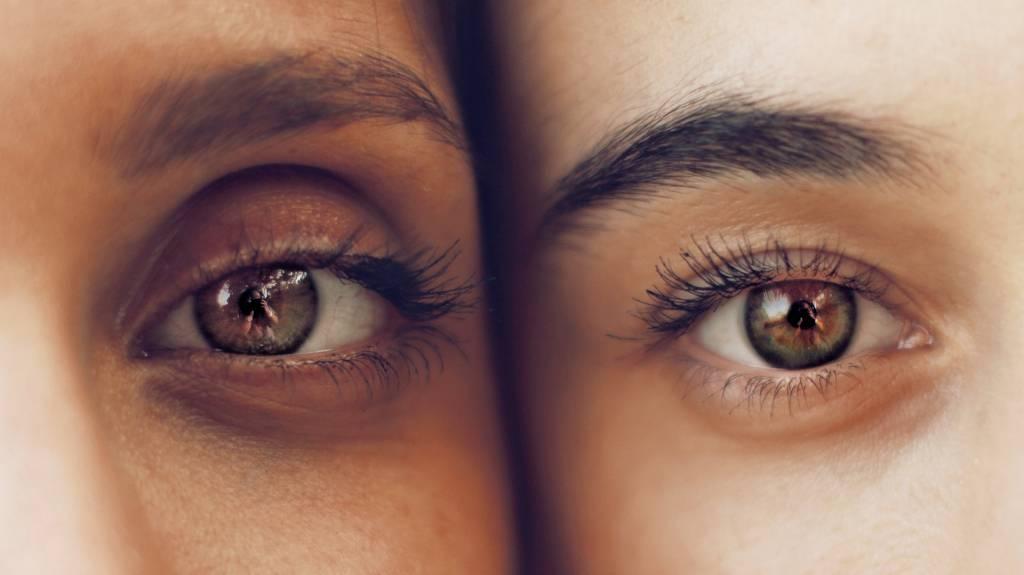 Złe zmywanie makijażu oczu